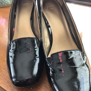 Joan & David cool patent leather pumps